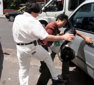 Chinese assailants beat a Falun Gong practitioner to the ground in Buenos Aires outside Argentina's National Congress. Witnesses say local police were unresponsive to cries for help and believe they were under orders from visiting Chinese officials not to interfere with the assailants.