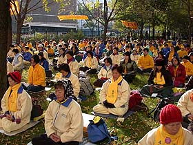 Practitioners and supporters of Falun Gong from around the world hold a peaceful appeal day and night in front of Jiang's hotel in Chicago.