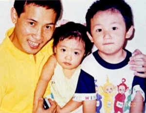 Yuhui Zhang together with his daughter and son in Macao in 1998. Mr. Zhang was sentenced to ten years in a Chinese prison for authoring pro-Falun Gong articles.