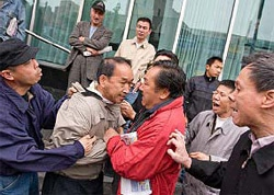 NYPD officers have made several arrests of individuals assaulting Falun Gong adherent in Flushing, New York.