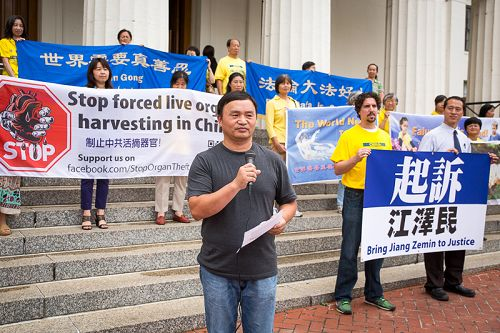 Dr. Sa Geng speaks at a rally in front of the old court in St. Louis on July 20, 2015 about the criminal complaint he filed against former Chinese leader Jiang Zemin, the architect of the persecution of Falun Gong. Dr. Geng was three times imprisoned in China for his belief. His wife died from torture in a labor camp in 2003.