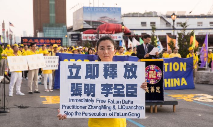 Zhang Hongyu at a rally to raise awareness about the arrest of her father in China, near the Chinese consulate in Manhattan, New York City, on July 16, 2018. (Larry Dye/The Epoch Times)