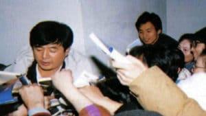 Falun-Gong-Story_Rise-of-Falun-Gong_Master-Li-Healing-Asia-Expo_Autographs